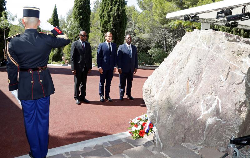 Macron rinde homenaje a los africanos que lucharon por Francia hace 75 años